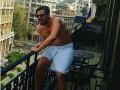 Милевский сфотографировался голым на балконе