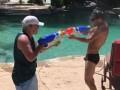 Ломаченко устроил с отцом бой на водяных пистолетах
