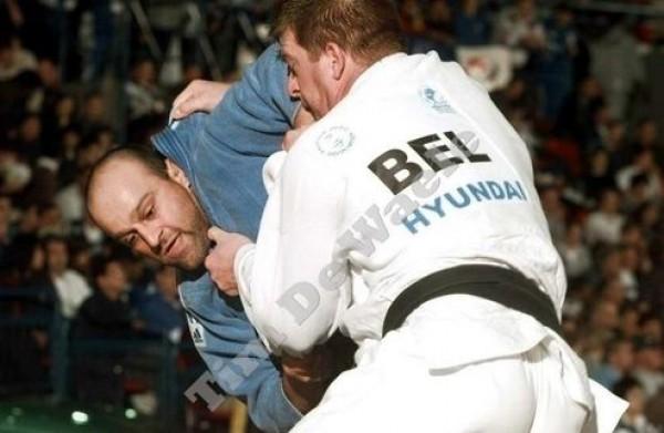 Коба Надирадзе (слева) в одной из схваток на ЧМ-1999 в Бирмингеме