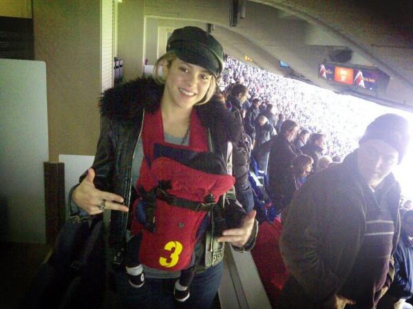 Шакира побывала на футболе с Миланом