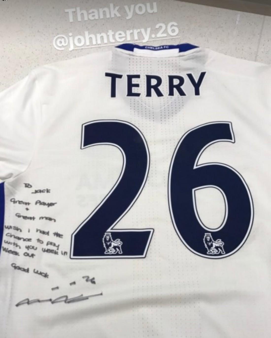 Терри отправил футболку Уилширу