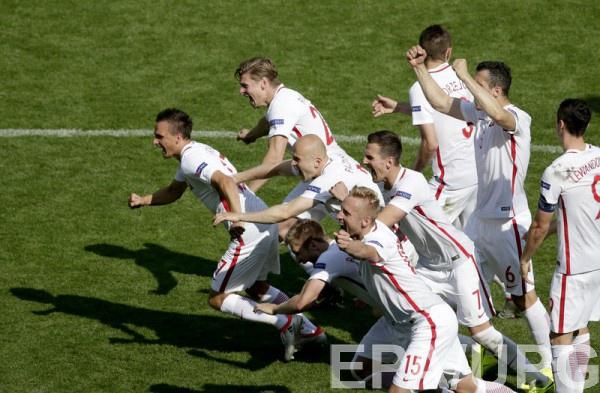Польша отпраздновала успех в матче против Швейцарии
