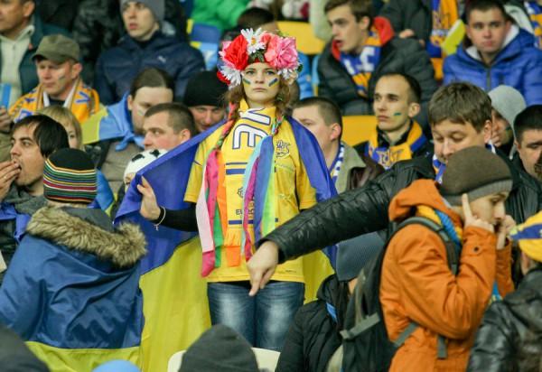 Украинские болельщики активно поддерживали сборную Украины