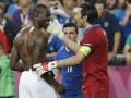 СМИ: Балотелли поругался с Буффоном после финала Евро-2012