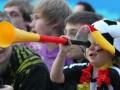 Табу на вувузелы и зонтики. Обнародован список запрещенных на стадионах Евро-2012 вещей