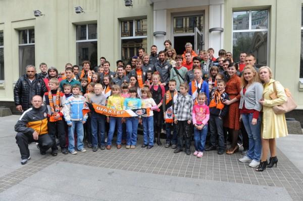 Игроки и тренер Шахтера встретились с детьми