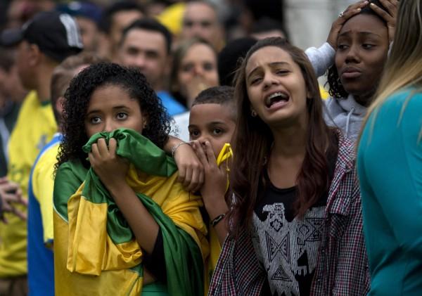 Фанаты Бразилии не могу поверить своим глазам