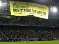 Акция активистов Гринписа прервала матч Лиги чемпионов