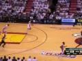 Не дрогнул. Игрок NBA продолжил матч босиком