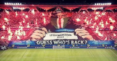 """Болельщики Легии """"зажгли"""" стадион в Варшаве красочным перфомансом"""