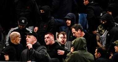 В Афинах фанатов Аякса закидали файерами