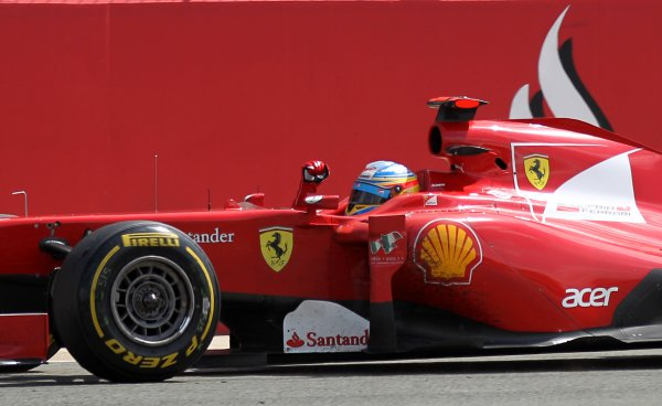 Алонсо уверенно привел Ferrari к победе