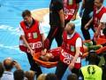 Роналду со слезами покинул поле на носилках из-за травмы в финале Евро-2016