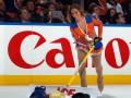 Спортивные кадры недели: Красивая уборщица льда и улыбчивый Кличко