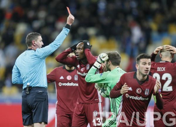 ФИФА хочет урегулировать общение судей с игроками