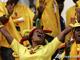 Особенности африканского боления: Фаны сборной Бенина и какие-то непонятные деревяшки