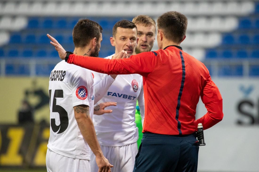 Споры футболистов Зари с арбитром встречи