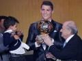 Криштиану Роналду стал шестым футболистом, получившим Золотой мяч без титулов