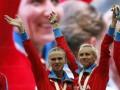 СМИ: Российские атлетки поцеловались в защиту прав гомосексуалистов