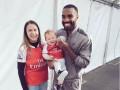 Новичок Арсенала решил отыскать фаната, набившего его лицо на заднице