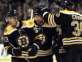 NHL: Boston Bruins и Chicago Blackhawks добывают уверенные победы