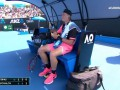Теннисист едва не остался голодным, не сумев почистить банан