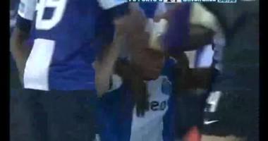 Ударище. Игрок Порту забивает гол с 60-ти метров