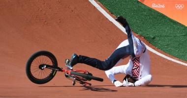 Латвийский велогонщик проверил лбом качество трека на Олимпиаде