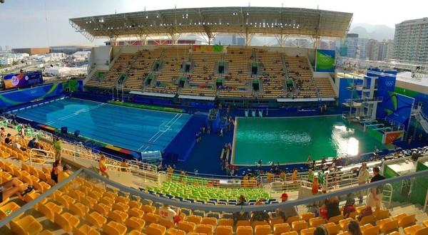 В олимпийском бассейне Акватик Центре имени Марии Ленк вода поменяла цвет