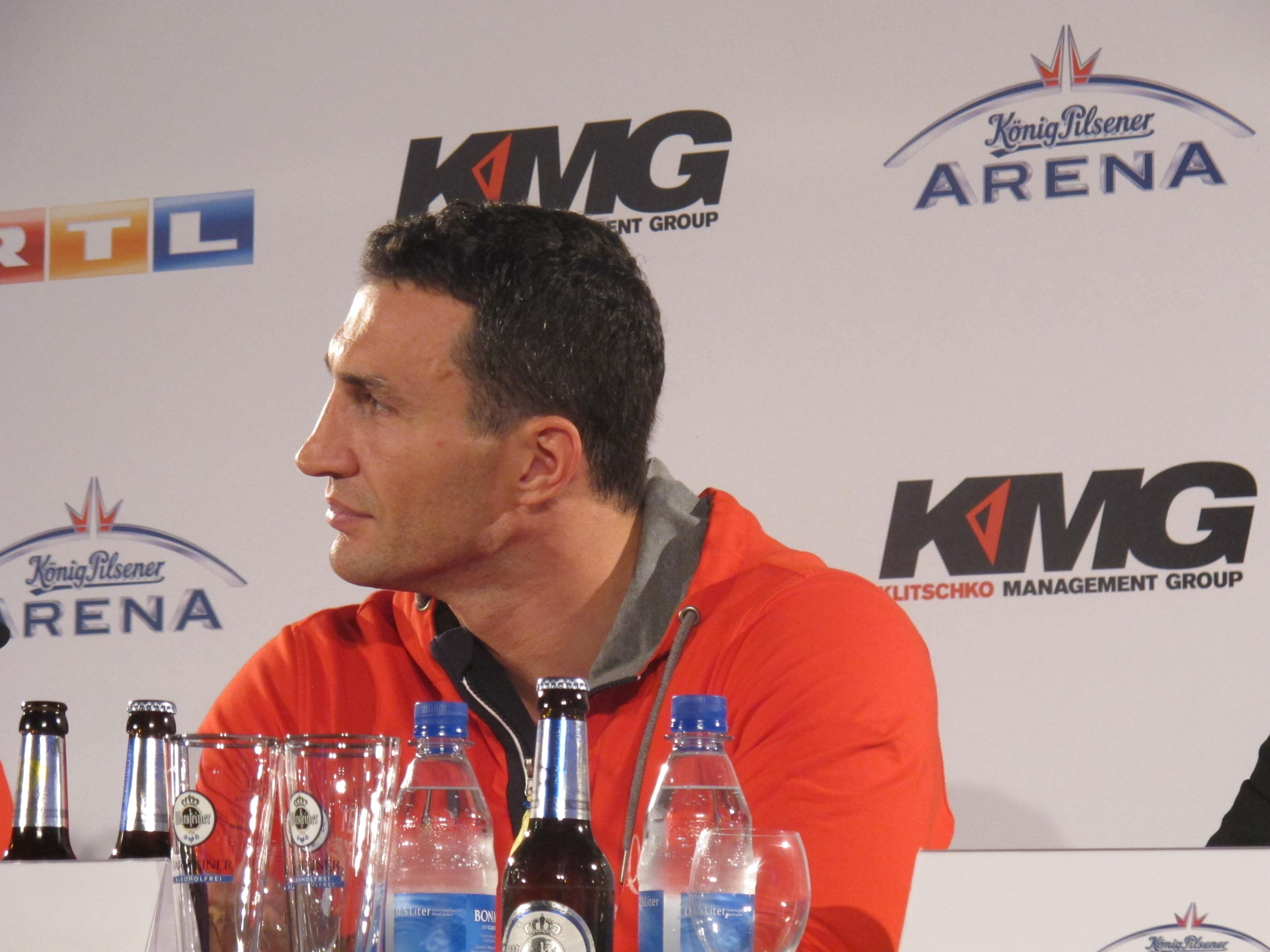 Владимир Кличко на пресс-конференции после боя с Алексом Леапаи