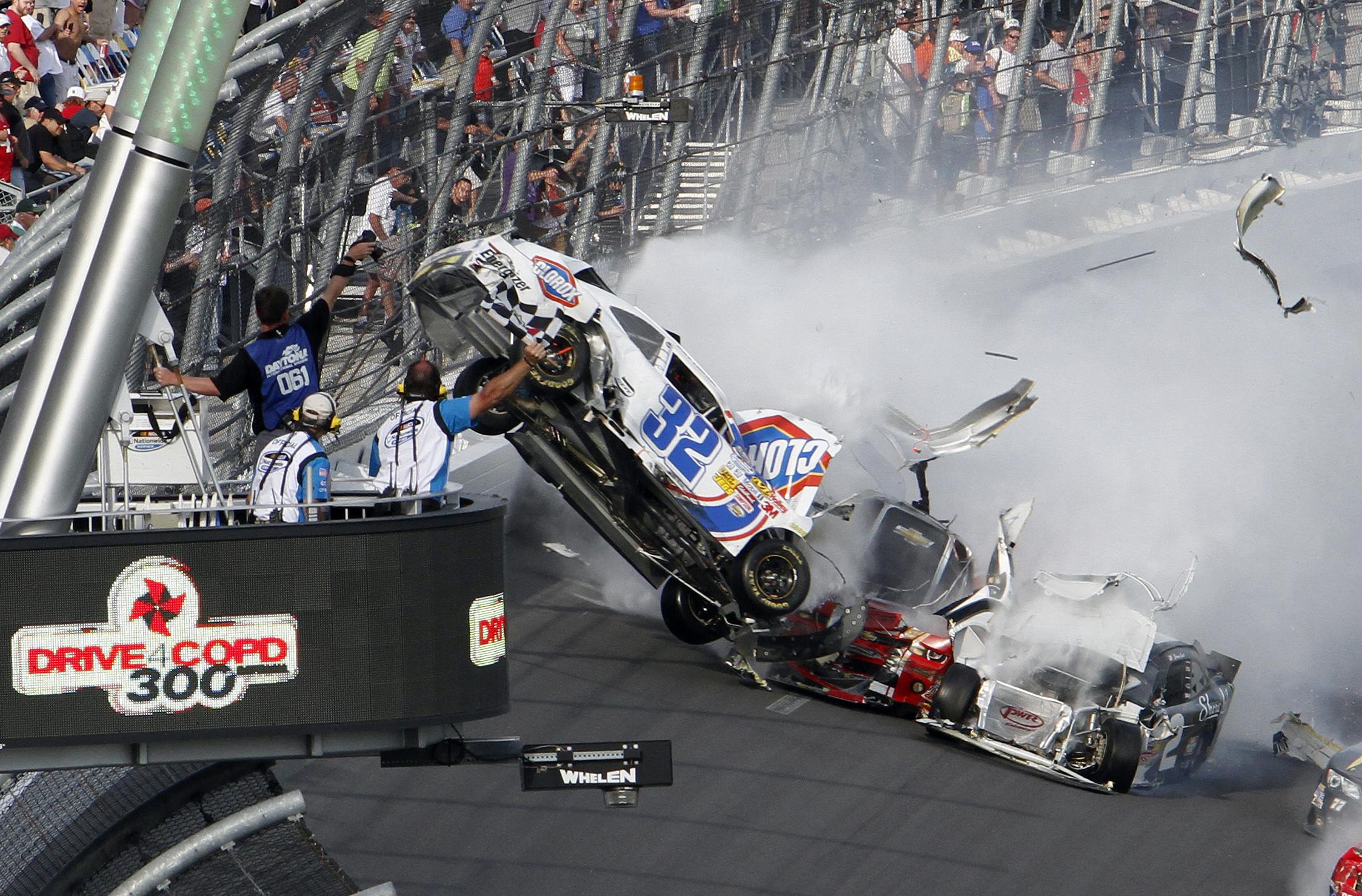 Во время гонки NASCAR в Дайтоне произошла масштабная авария