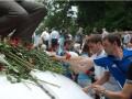 Цветы для великого тренера. В Киеве почтили память Лобановского (ФОТО)