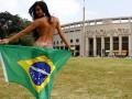Сексуальная поддержка: Главная болельщица сборной Бразилии