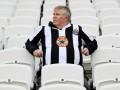 Фанаты Ньюкасла разозлились на то, что клуб продолжает снимать плату за абонементы
