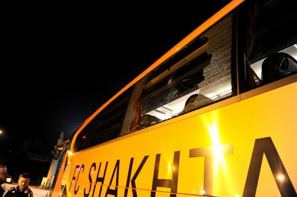 Автобус донецкого клуба после визита в первую столицу/ФК Шахтер