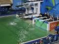 В олимпийском бассейне Рио позеленела вода