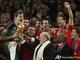 Зепп Блаттер вручает Кубок мира Испании