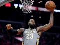 Мощный данк ЛеБрона – среди лучших моментов дня в НБА
