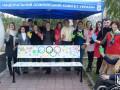 Знаменитые украинские спортсмены разрисовали в Киеве лавочку (фото)