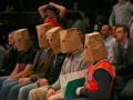 Американские болельщики смотрели матч своей команды в пакетах на голове