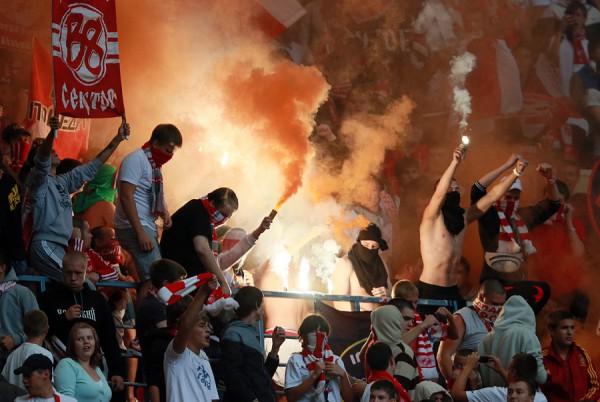 Фанатам Спартака устроили жесткий досмотр перед матчем с Рубином