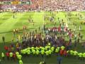 Разгневанные болельщики Ланса попытались атаковать игроков по ходу матча