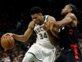 Плей-офф НБА: Милуоки разгромил Торонто и удвоил преимущество в серии