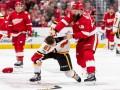 НХЛ: Детройт разгромил Калгари, Чикаго победил Рейнджерс