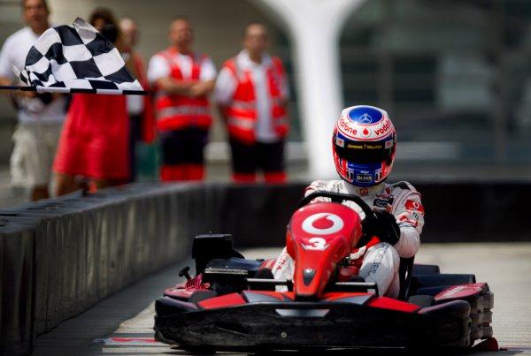 Баттон размялся перед гонкой в Валенсии