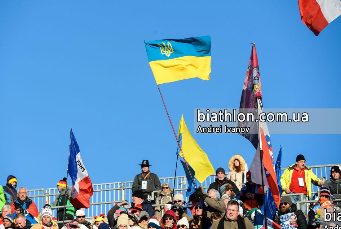 Фанаты поддерживают сборную Украины