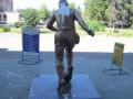 В Луганске надругались над статуей легендарного Пеле