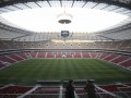 На стадионе в Варшаве перестелили газон