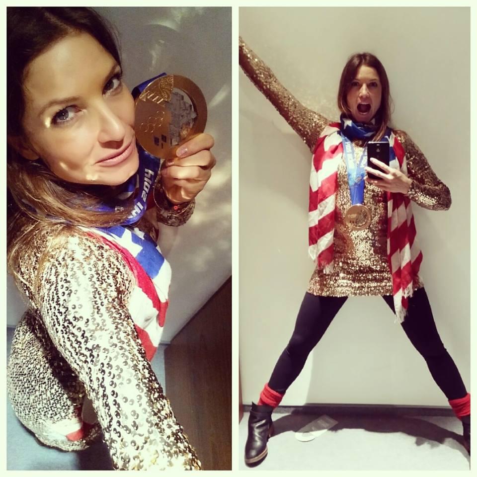 Джулия Манкусо в бронзовом платье с бронзовой медалью