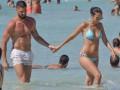 Жиру развлекается с женой на островах